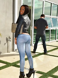 Huge Ass in Jeans Pictures